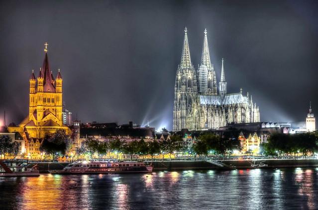 Heiliges Köln  -  Hohe Domkirche St.Peter zu Köln und Groß Sankt Martin in der Kölner Altstadt