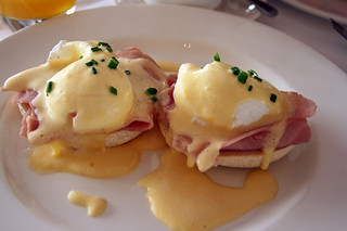 Oeufs Benedict | by hberthone