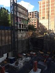 金, 2012-08-03 16:45 - 壁だけ残して工事中