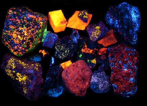 rocks uv fluorescent fluorescence shortwave sterlinghill
