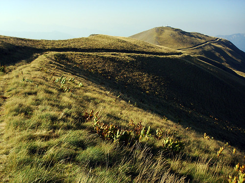 mountain path peak greece macedonia mountaineering epirus 2520 βουνό gramos grammos πεζοπορία γράμμοσ ορειβασία γράμοσ