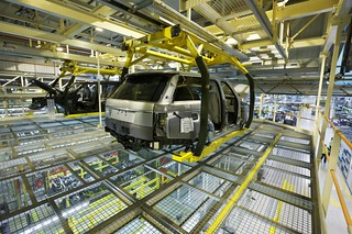 The All-New Range Rover   Manufacturing Shots   by landrovermena