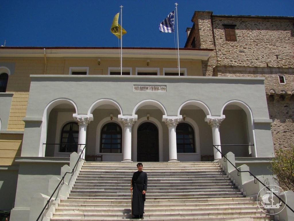 В Карее на ступенях Священного Кинота