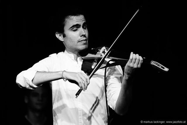 Victor Minarro: violin