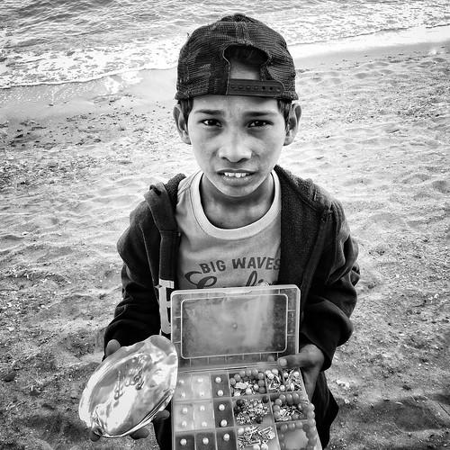 stranger boy pearl vendor jewelry seashore beach resort weekly sanjuan batangas philippines weeklyplusten