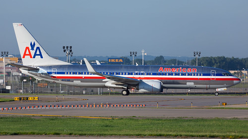 minneapolisstpaulinternationalairport msp kmsp mspairport n921nn americanairlines baremetal aluminum heritage legacy retro livery boeing 737 737800 737823 aviation avgeek aviationphotography airplane airliner