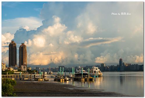 city morning sky bali cloud docks sunrise nikon taiwan yachts 台灣 城市 雲 天空 d800 八里 淡水河 日出 碼頭 早晨 遊艇 247028g thetamsuiriver