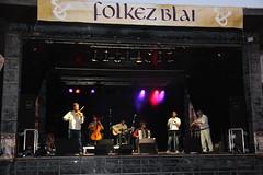 En la imagen se puede ver el grupo Amanida tocando el sábado en directo