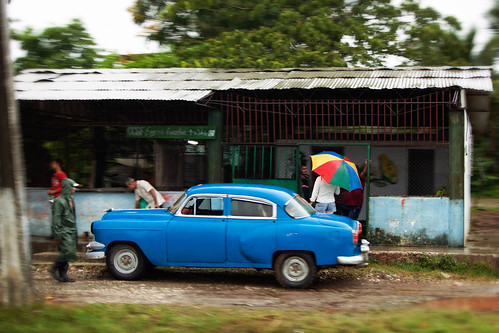 road travel blue storm classic ford colors rain canon vintage geotagged island lluvia cuba streetphotography colores exotic stop tormenta refugio isla paraiso vacaciones clasico maquina smugmug refuge umbrela parada colorido paragua encantos fotografiacallejera cubancars ef70200f28lisusm canoneos5dmarkii 5dmk2 alexstoen alexstoenphotography paraisocubano