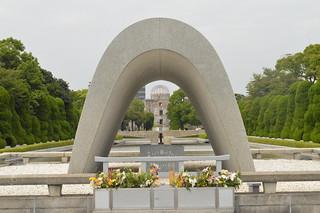 慰霊碑からみた原爆ドーム | by n.kondo