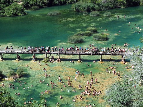swim krka bath people crowd refreshment bridge water river stream crystal vacation tourism nationalpark kroatien europe baden bain green landscape outdoor