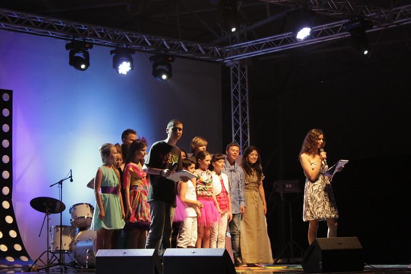 30 - Участники на сцене