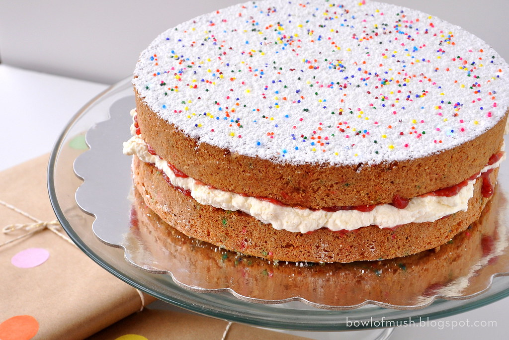 Pleasing Victoria Sponge Birthday Cake A Bowl Of Mush Flickr Personalised Birthday Cards Arneslily Jamesorg