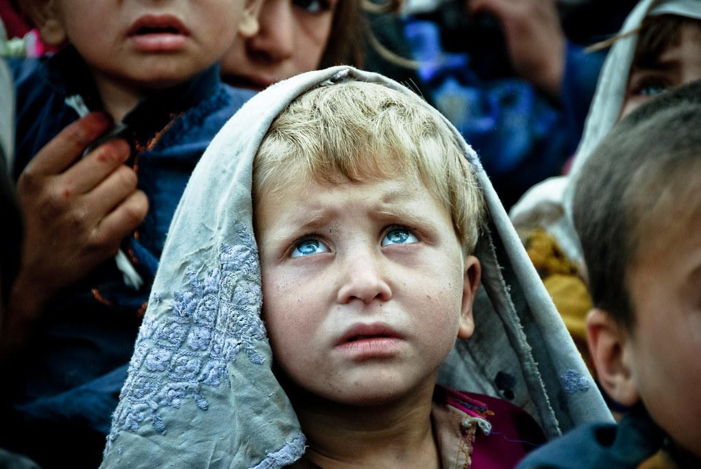 Nuristani Child  Дар Покистон як қабилаи мардуми пурасрор бо чашмони кабуд зиндагӣ мекунанд 7828978988 b9e908997c b