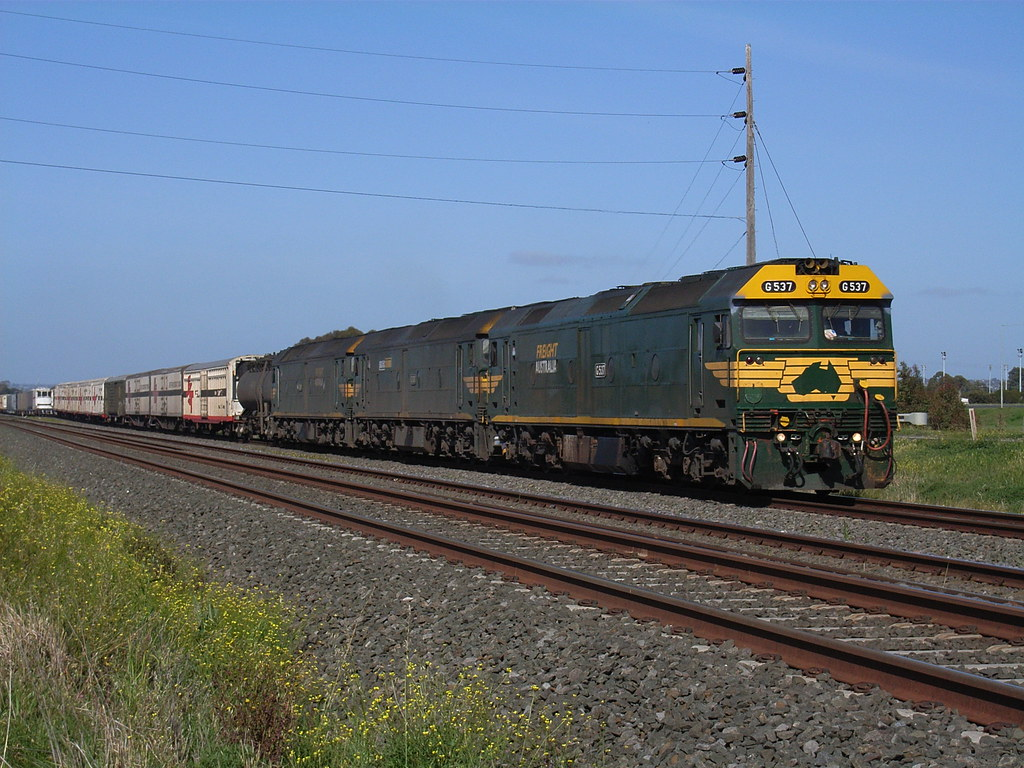 G537, G530 and G539 power through Hovell Park on an SCT by bukk05