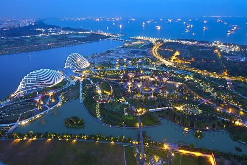 singapore   by Kenny Teo (zoompict)