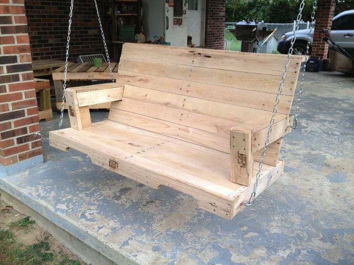 pallet swing | Easy Pallet Garden Ideas | garden ideas | pallet garden walls