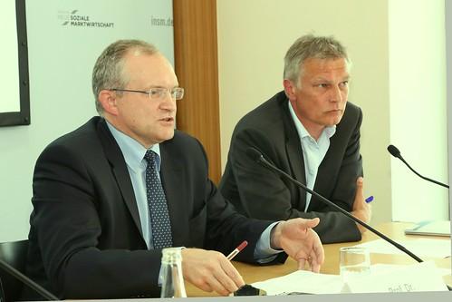 Prof. Dr. Christoph M. Schmidt, Präsident des RWI und Mitglied im Sachverständigenrat (links) und Professor Manuel Frondel vom RWI | by INSM