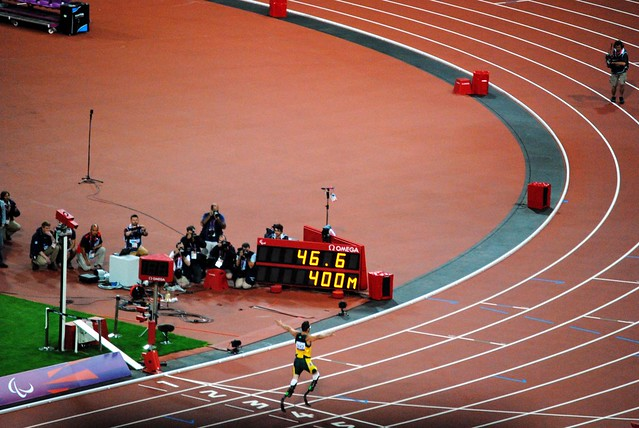 Oscar Pistorius wins the T44 400 metres race in style