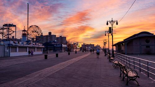 newyorkcity coneyisland sunrise colorful lunapark brooklyn boardwalk amusementpark morning beach dawn gothamist