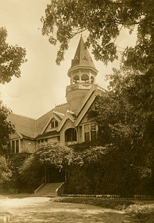 Sumner Hall in 1920
