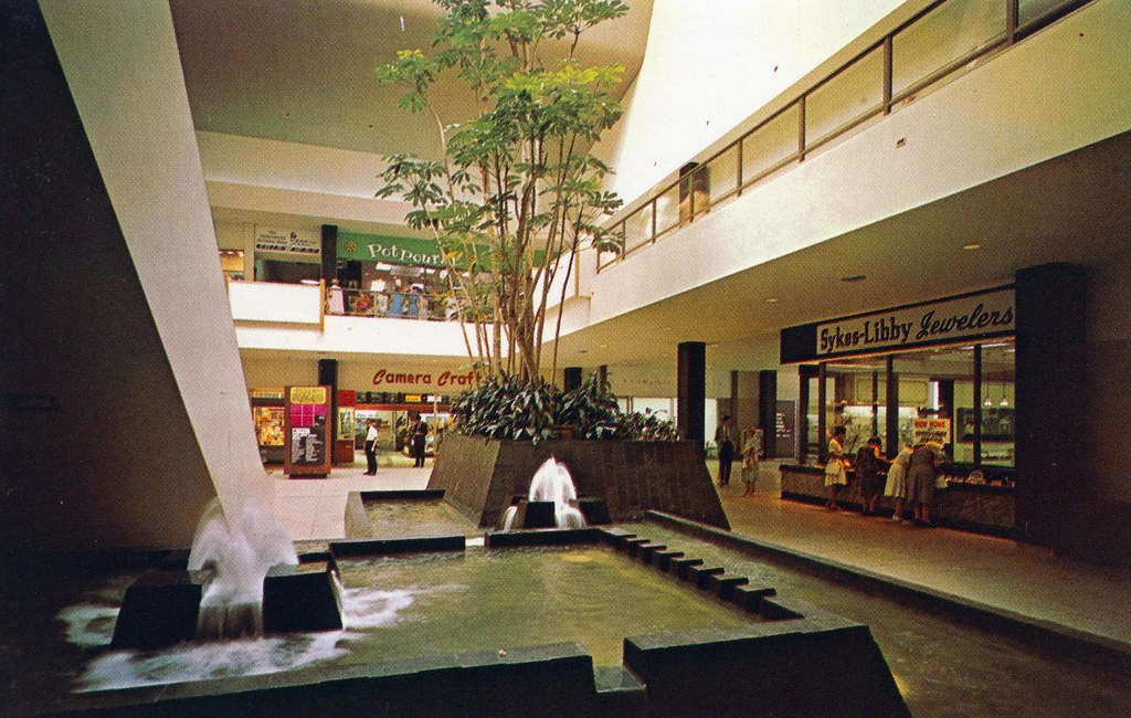 Malls In Ct >> Chapel Square Mall New Haven Ct Interior View Showing Mall Flickr