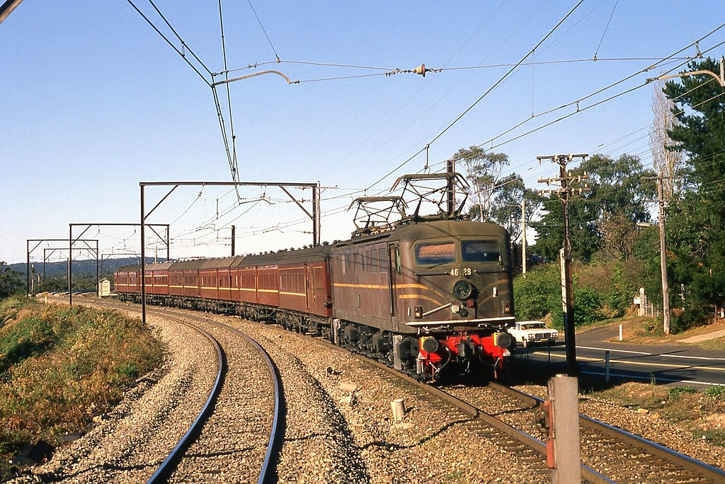 24/09/1981 4628 Up School train @ Faulconbridge by John  Hammett