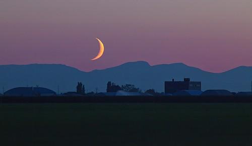 sunset moon mountains delta crescent gordon ashby explored boundarybayairport flickrchallengegroup flickrchallengewinner thechallengefactory thepinnaclehof gordeau tphofweek165