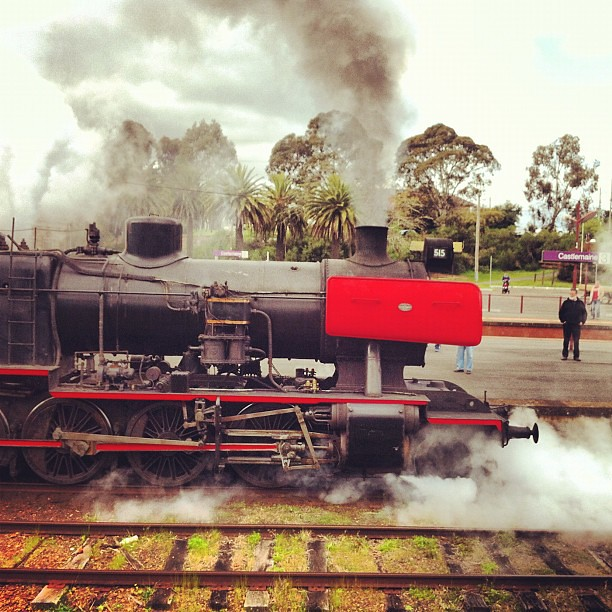 J515 departing Castlemaine by LC501