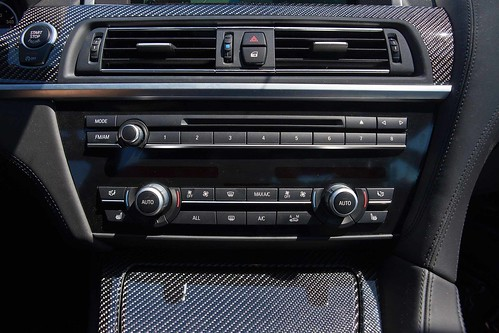 2013_BMW_M6_Coupe...26 Photo