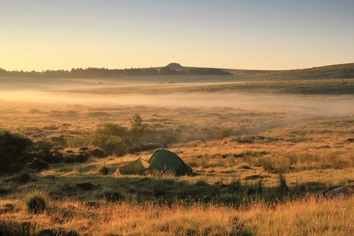 dartmoor devon outside outdoor countryside rural nature natural scenery moor moorland morning earlymorning mist camp camping campsite tent