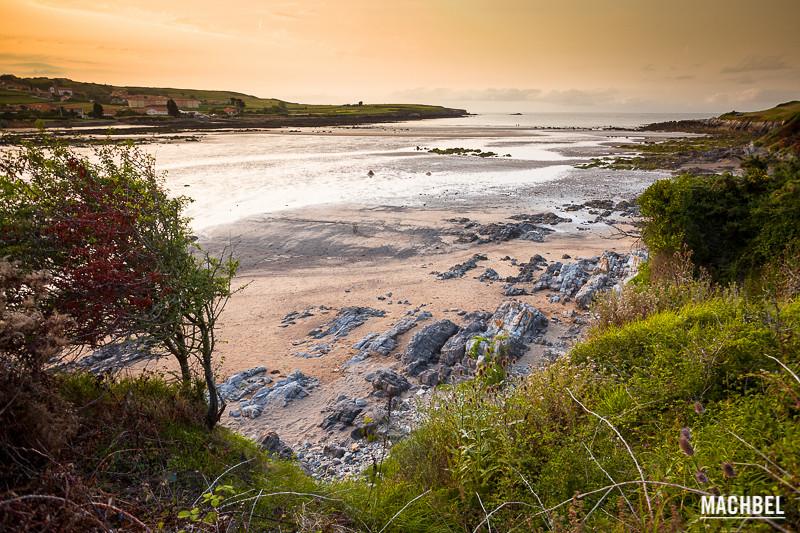 Playa de Bañugues a lo largo