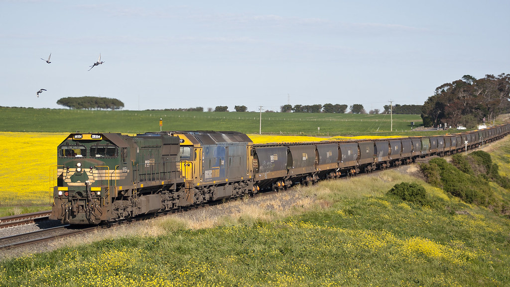 XR554 and G527 at Moorabool by michaelgreenhill