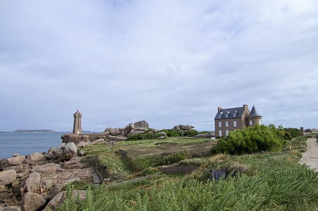 IMGP2085- Bretagne - Le Phare de Mean-Ruz en granit rose à Ploumanach France