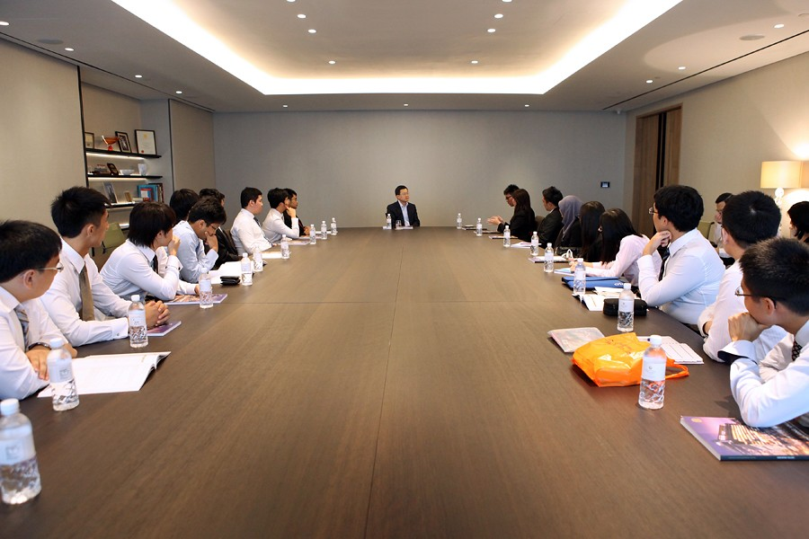 On-site CEO dialogue with Dr Stephen Riady | NUS Business