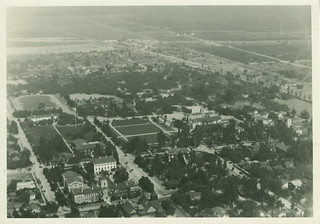 An aerial photo of Pomona College in 1922