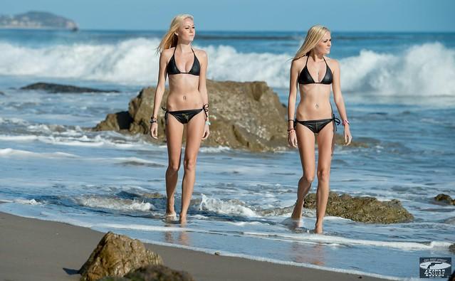 Nikon D800 Photos of Twin Sister Bikini Swimsuit Model Goddesses