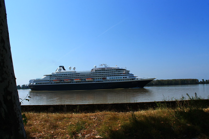 ms Prinsendam leaving Bordeaux - 09 septembre 2012
