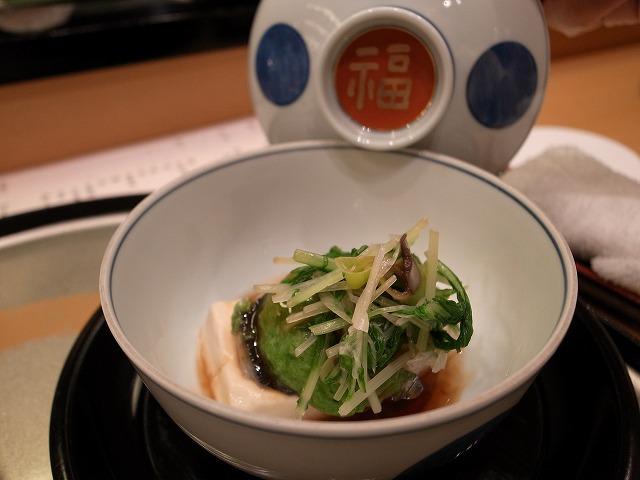<p>f)地魚の小倉蒸し絹ごし豆腐</p>