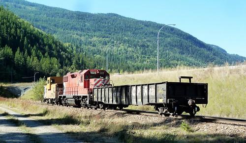 canada train bc diesel locomotive cpr freight kraft switcher castlegar gp382 cp3029 p1270019