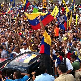 @hcapriles en la Bolívar. #Capriles #HCR #HayUnCamino #CCS #nofilter | by jorgelmartinezf