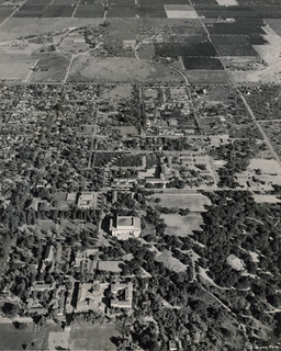 Aerial view of Pomona College in 1946