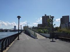 日, 2012-09-09 14:05 - 入口はたぶんここだけ
