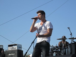 Robin Thicke Performing | by Ellenoir1