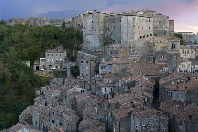 Cascata di case a Sorano - Maisons cascade à Sorano (Maremma, Toscane, Italie)