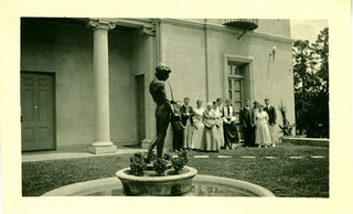 Students observing the statue in Lebus Courtyard in 1920