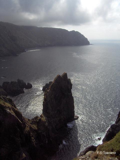 Outos cantís. Altos acantilados. High cliffs.