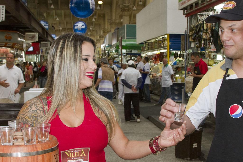 Promoters recebem visitantes na Expocachaça 2012 - Mercado Municipal SP - Stand Vilela