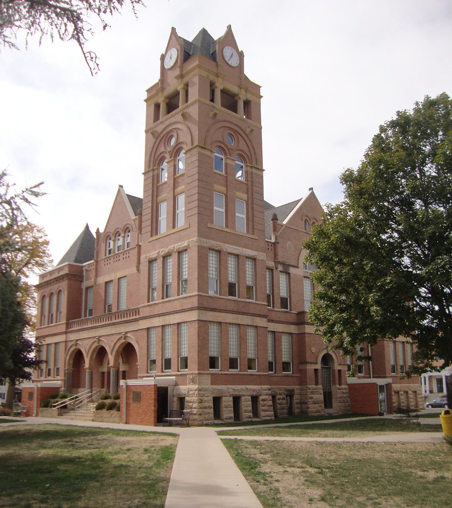 Winnebago County Courthouse (Forest City, Iowa)   The lovely