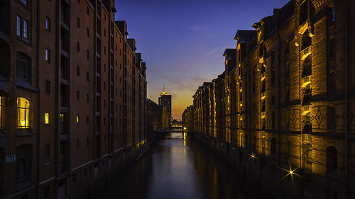 hamburg hafen speicherstadt sundown sunrise summer holiday sunset water sky blue light city sonyalpha samyang night nacht longexposure landscape landschaft